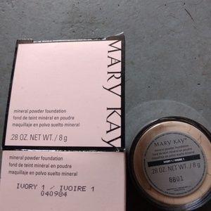 Ivory 1 powder foundation